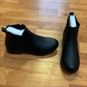 Other - NWT black Chelsea flat booties